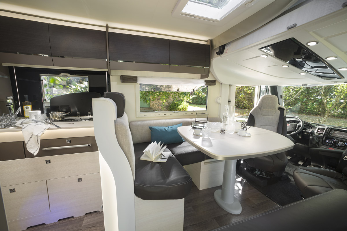 camping car chausson fabricant de camping car vans et fourgons am nag s. Black Bedroom Furniture Sets. Home Design Ideas